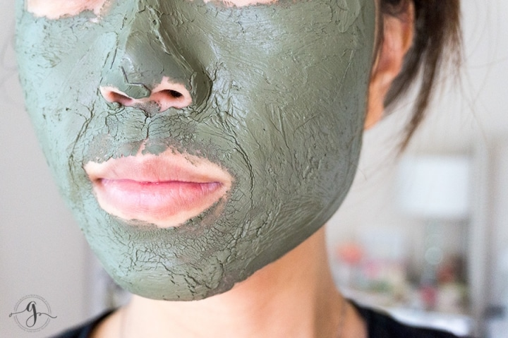 Love mud masks but find them too dry for the winter time? Learn how you can easily upgrade your mud mask for the winter time!