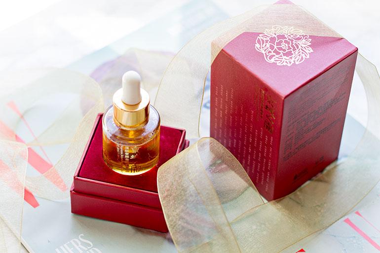 Liquid gold for my skin - The Naruko Supreme Rejuvenating Elixir Oil